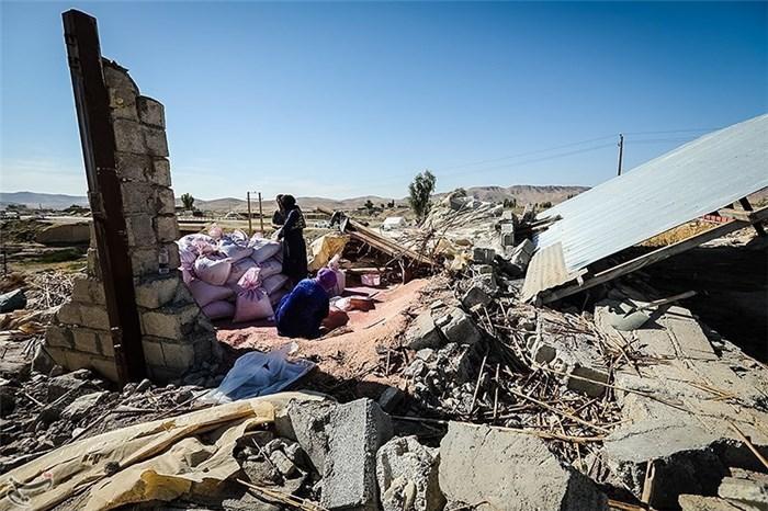 نتیجه تصویری برای اهدای عیدی ۲۰۰هزار تومانی به زلزلهزدگان کرمانشاه